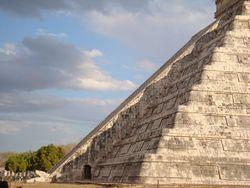 Luces y sombras mayas