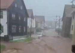 Unwetter in ganz Europa: Sogar Tornados toben!