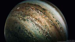 Nube delfín en Júpiter