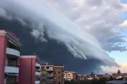O 'monstro', ou shelf cloud, de ontem em Pescara