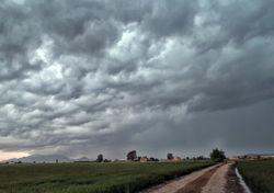 Impresionantes tormentas preotoñales hoy, ¿después volverá el calor?
