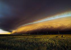 Riesgo alto por Zonda intenso y tormentas severas
