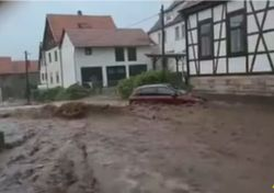 Schwere Unwetter dauern an: Heute wieder Sturzfluten!