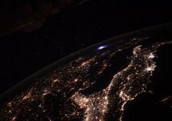 Extraño relámpago azul visto desde la Estación Espacial Internacional