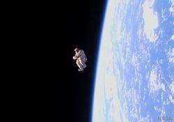 Un traje e imagen muy espacial: el SuitSat-1