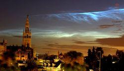 Una gran irrupción de nubes noctilucentes alcanza a España