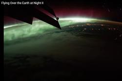 Volando sobre la Tierra en la noche desde la ISS