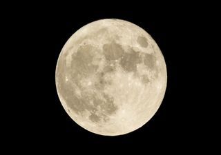 """Moon """"wobble"""" to cause surge in coastal flooding"""