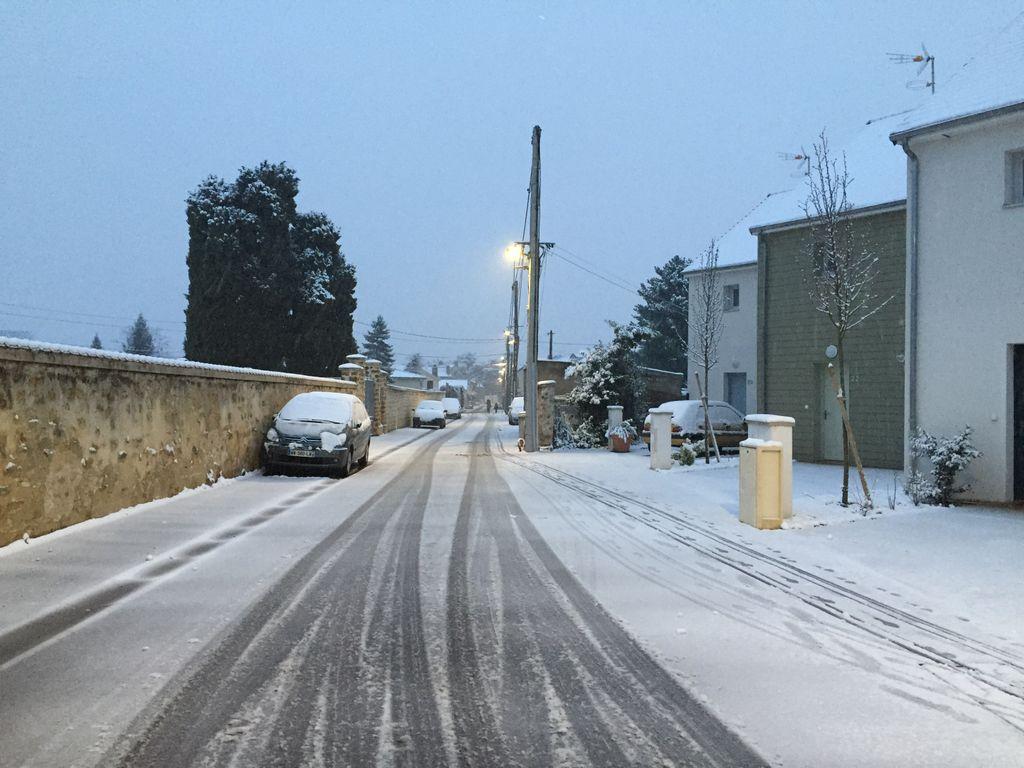 Ambiance hivernale pour ces derniers jours de 2020 avec des chutes de neige attendues jusqu'en plaine dans le nord et l'est.
