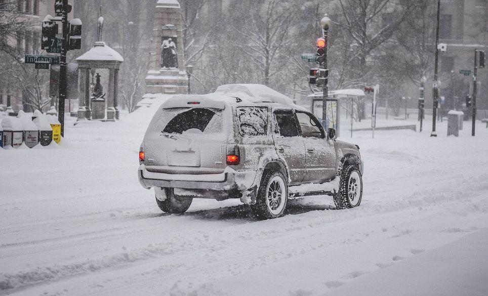 Schneefälle mit Verkehrschaos