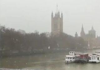 Nevicate abbondanti nel Regno Unito, i video della neve a Londra