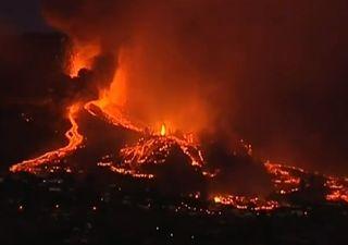 Impresionantes imágenes nocturnas del Volcán Cumbre Vieja en Canarias