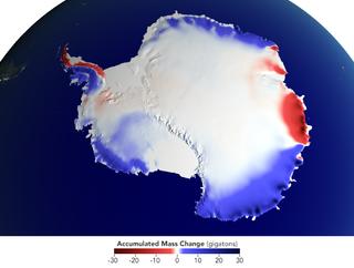 Nieve sobre la Antártida, aumento del nivel del mar amortiguado