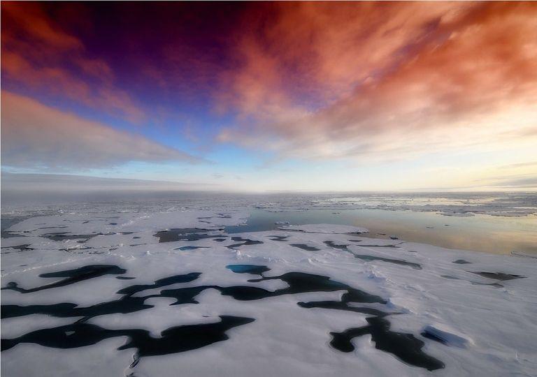 Wolken über dem arktischen Ozean