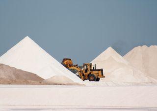 ¡No es nieve! Montañas de sal causan furor turístico en Egipto