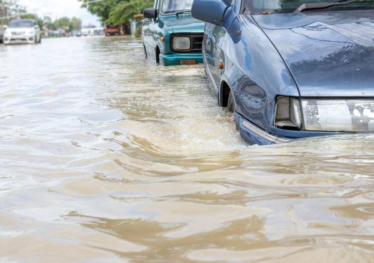 Inundações urbanas e automóveis