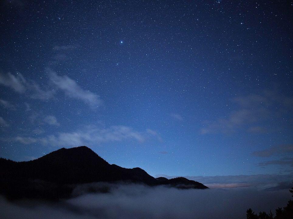 Cielo nocturno con estrellas