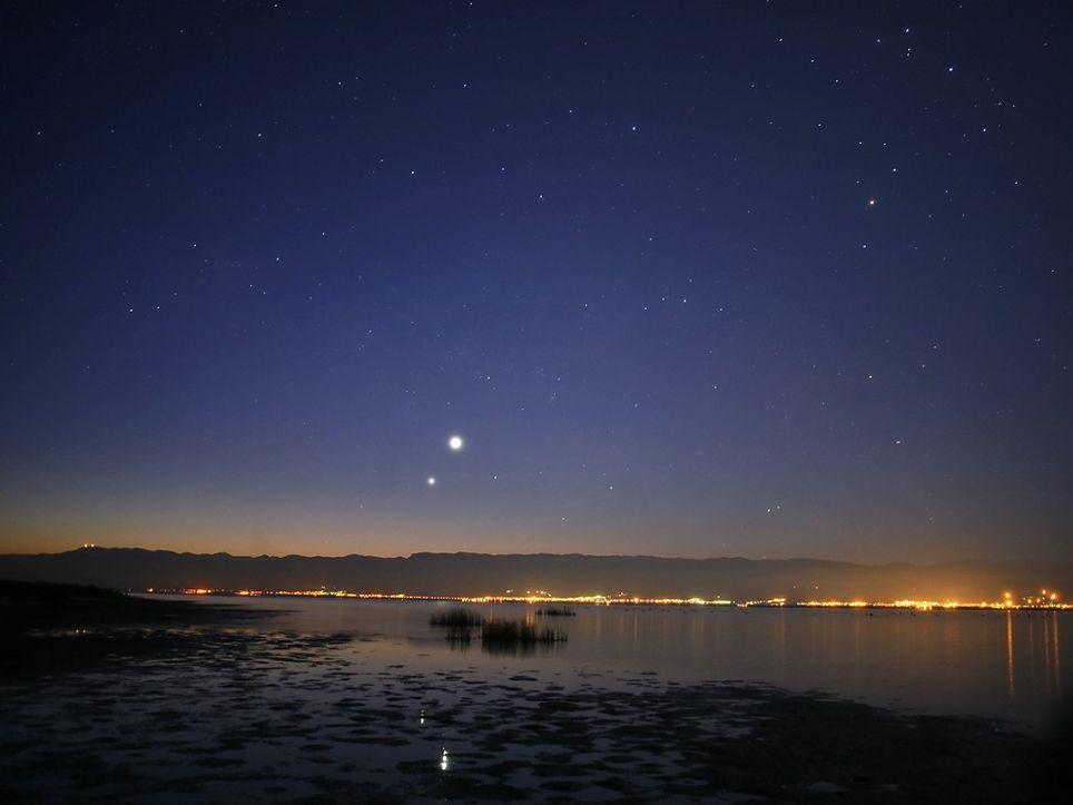 Venus y Júpiter en el cielo nocturno