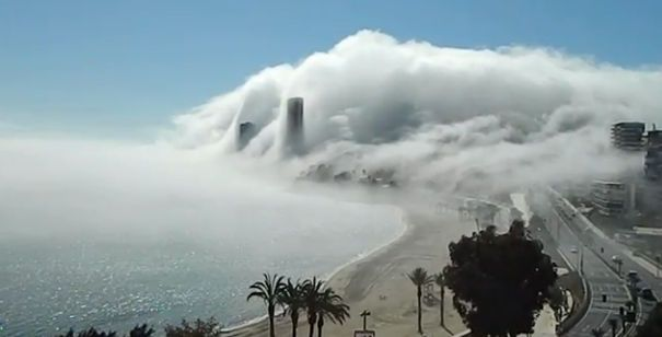 Nubes Bajas Y Nieblas Fantasmagóricas