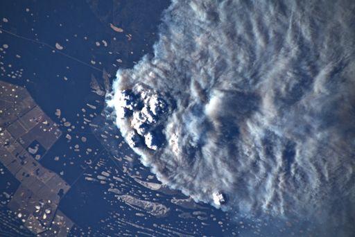 Nubes convectivas de humos desde la ISS