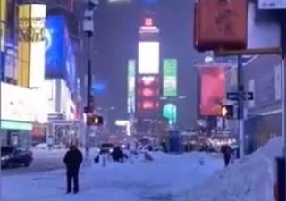 New York colpita da una delle nevicate peggiori della sua storia