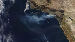 Nuevos incendios queman las colinas del sur de California