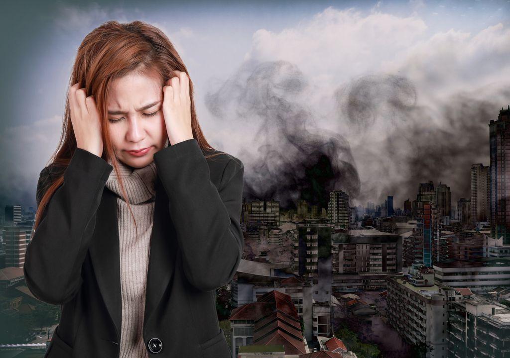 poluição do ar; atmosfera; ambiente; mulher