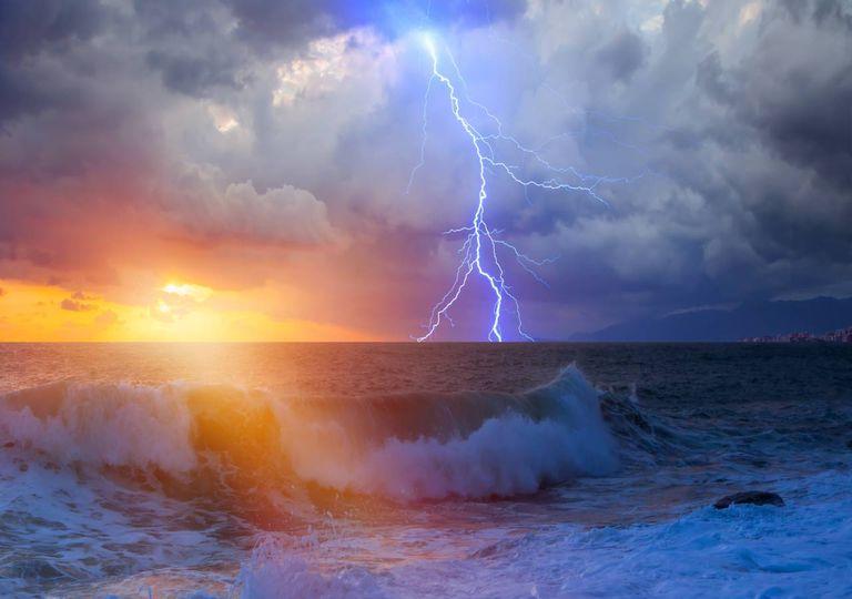 tempestade no mar; sol