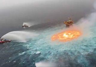 Ojo de fuego en el océano: llamas surgían desde el Golfo de México