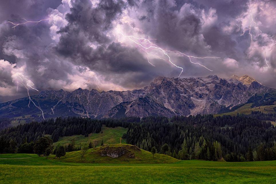 Si vous êtes en montagne, descendez au plus vite tout en restant vigilant.