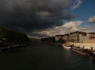 Orages : près de 30.000 éclairs mercredi, des inondations à Lyon