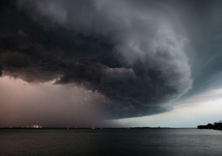 Nube de tempestad en el mar