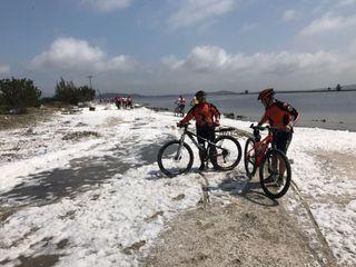 Cabo Frio, RJ: parece neve, mas é espuma do mar!