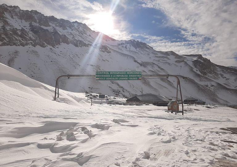 Cordillera Cristo Redentor paso internacional nieve