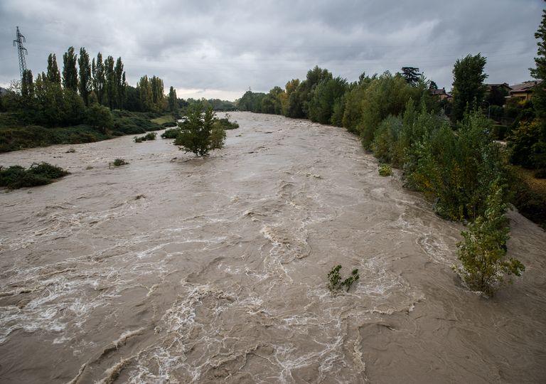 De fortes précipitations en Occitanie, des crues impressionnantes dans le Gard