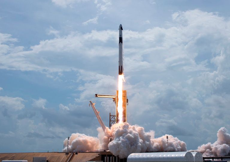 Lanzamiento cohete espacial