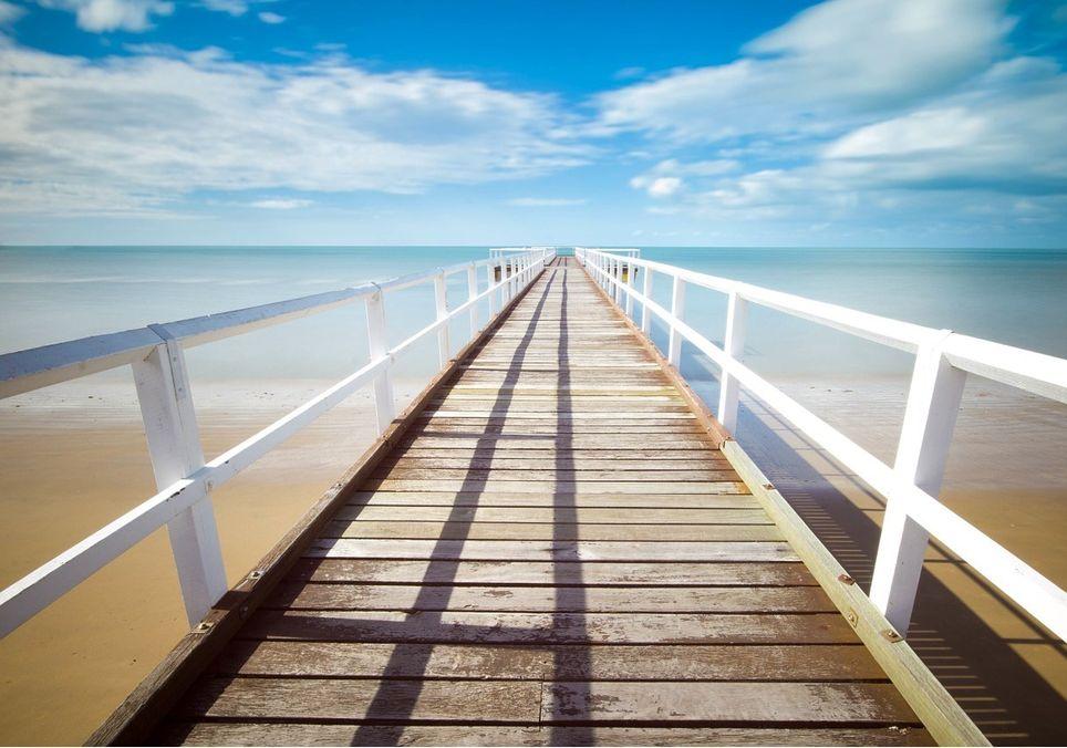 El mar nos permite descansar de la sobreestimulación. Ver y escuchar el sonido de las olas nos aleja de ese caótico constante creando una burbuja en la que resguardarnos de nuestro alrededor.