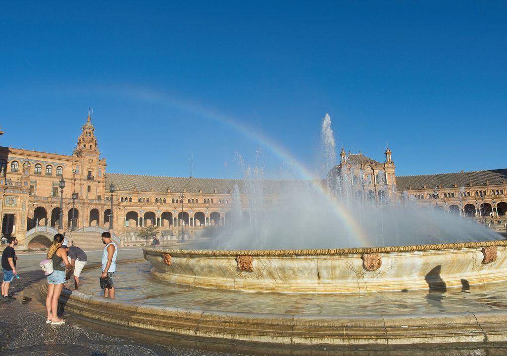 Fuentes de la plaza de España de Sevilla.