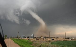 Pronóstico de una irrupción de tornados a casi cuatro semanas antes
