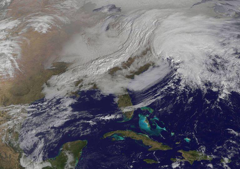 frente frio y ciclones tropicales
