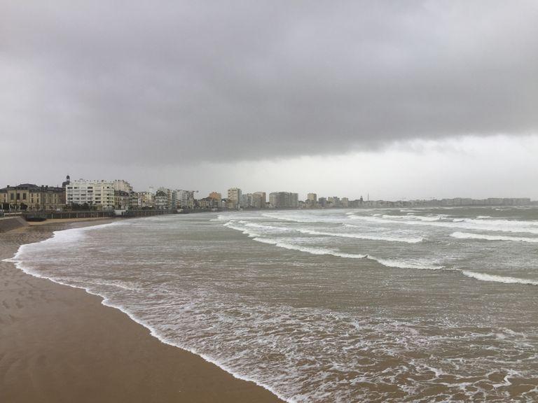 Les nuages et la pluie dominent souvent à cette période de l'année, en particulier lors des situations de flux océaniques.