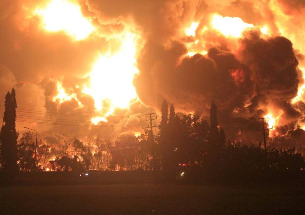 Explosão refinaria de petróleo