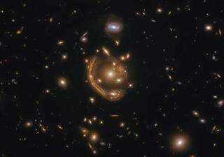 Seltener Einsteinring vom Hubble-Weltraumteleskop entdeckt