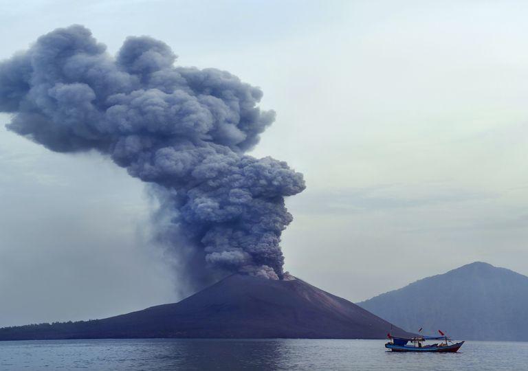 erupción volcánica y océano