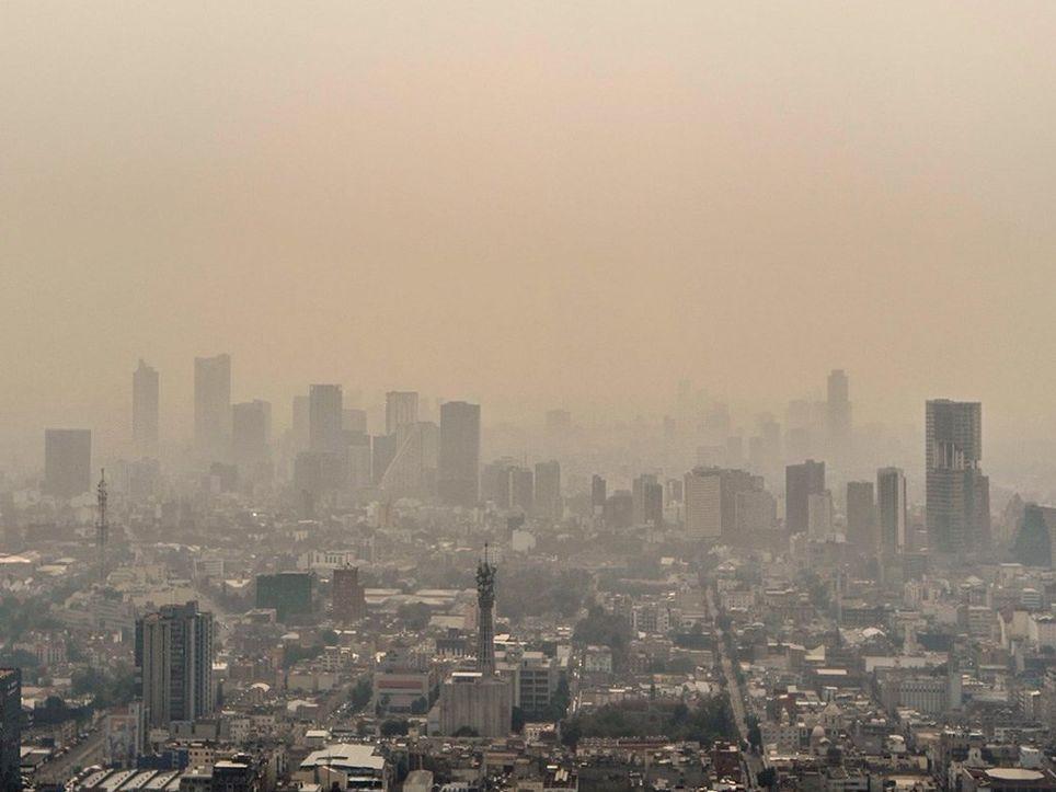 Vista de Ciudad de México con visibilidad reducida por contaminantes
