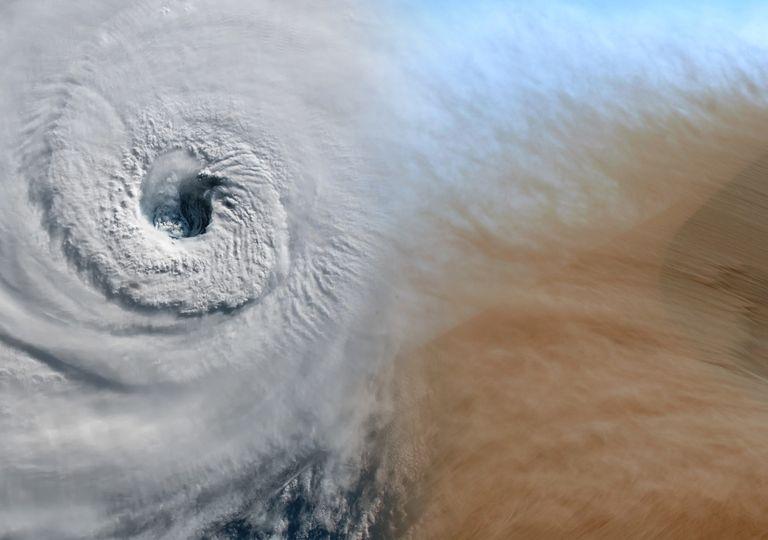 Hurrikan und Staub