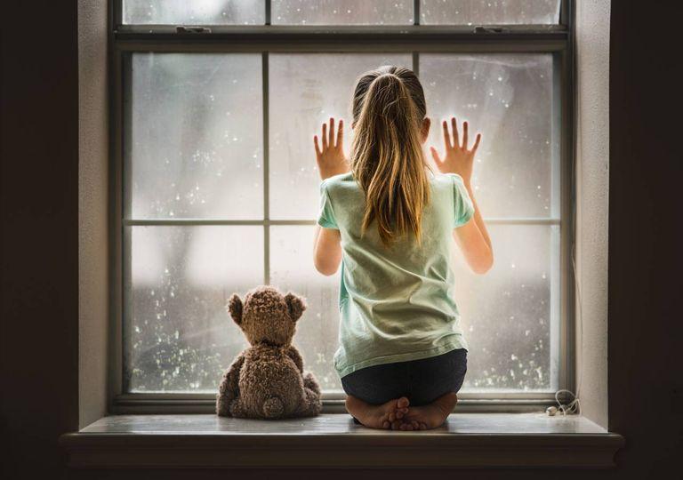 Menina à janela