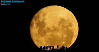 Siluetas en Luna llena