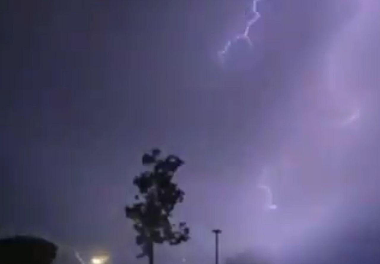 I video dei forti temporali in Spagna: ora il maltempo verso l'Italia