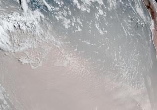 Spettacolare nube di polvere sahariana sorvola l'Atlantico: i video